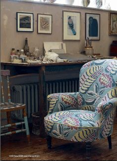 chair upholstery, art, pottery at Charleston (Bloomsbury Group) Cottage Chic, Bloomsbury Group, Cosy Home, Interior And Exterior, Interior Design, Charleston Homes, Sanderson Fabric, Deco Boheme, Up House