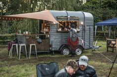 Perfect for rustic, shabby, boho weddings. The be… Food Inspiration Beautiful bohemian mobile bar. Perfect for rustic shabby boho weddings. Catering Van, Catering Trailer, Food Trailer, Coffee Carts, Coffee Truck, Mobile Bar, Food Trucks, Tacos Al Vapor, Converted Horse Trailer