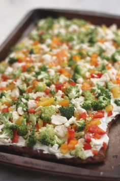 Looking for a yummy but low carb appetizer? This low carb cold veggie pizza recipe is a healthier take on a traditional carb laden recipe! Healthy Low Carb Recipes, Low Carb Dinner Recipes, Healthy Snacks, Keto Recipes, Keto Snacks, Low Carb Summer Recipes, Healthy Eating, Keto Dinner, Pizza Recipes