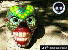 Excelentes piezas elaboradas a mano. Sigan a @calacascaracas  #Repost @calacascaracas  Calaca decorativa en cerámica pintada a mano ( pieza única)   #CalacasCaracas