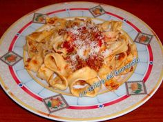 PAPPARDELLE AL RAGU'                                       CLICCA QUI PER LA RICETTA http://loscrignodelbuongusto.altervista.org/pappardelle-al-ragu/                                                 #primipiatti #ragu #food #foodblogger #ricette #cucina