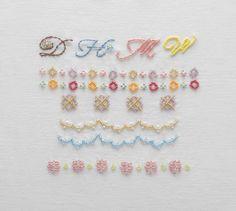 アルファベットや模様の、ビーズの刺しゅう図案集です。/手軽に楽しむビーズのワンポイント刺しゅう(「はんど&はあと」2013年6月号)