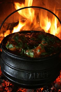 With this weekend's test, it's time for a long braai. Here's an oxtail potjie to enjoy with the game. Ingredients: 30 ml butter 30 ml canola oil kg oxtail, small pieces seasoned flour 1 onion, . Braai Recipes, Oxtail Recipes, My Recipes, Beef Recipes, Cooking Recipes, Cooking Games, Campfire Recipes, Curry Recipes, Healthy Recipes