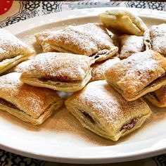 Puff Pastry Desserts, Frozen Puff Pastry, Puff Pastry Recipes, Pastry Cake, Puff Pastry Pinwheels, Classic French Dishes, Fruit Slice, Easy Desserts, Squares