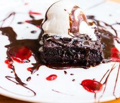 Σοκολατόπιτα με σάλτσα σοκολάτας