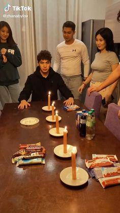 Family Party Games, Youth Group Games, Fun Party Games, Team Games, Cool Games, Party Games For Groups, Funny Games For Groups, Teamwork Games, Kid Games