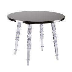 This elegant side table blends modern style with a touch of baroque sensibilities. With a glossy black finish and four transparent legs, it classes up your living room while maintaining a contemporary edge.