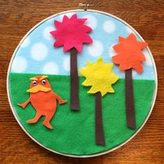 Dr. Seuss craft: Lorax felt storyboard. These are so easy to make for your children using felt bits you might already have around the house!