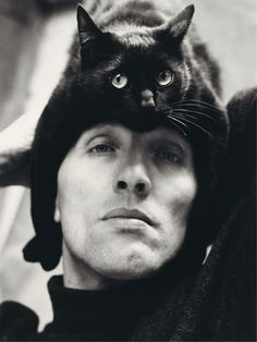 9 Never Before Seen Photographs Of Famous Artists Posing With Their Quirky Cats. - http://www.lifebuzz.com/artists-cats/