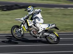 74 hp (55kW) at 8,000 rpm and torque of 71.0 Nm at 6,750 rpm, the 692.7cc single cylinder powerplant in the Husqvarna 701 offers class-leading performance.
