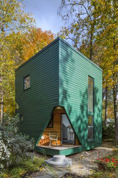 Modern Tiny Living is one of the only tiny house builders in the nation with an Ohio-certified architect and interior designer on our team. Modern Tiny House, Tiny House Design, Casas Containers, Prefab Homes, Design Case, Little Houses, Tiny Houses, Cob Houses, Guest Houses
