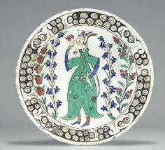 AN IZNIK POTTERY DISH : Ottoman Turkey, circa 1640