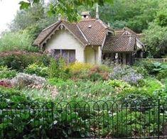 Gardener's Cottage, St James' Park, London. Love the cottage! Love the cottage garden! Fairytale Cottage, Garden Cottage, Cozy Cottage, Cottage Living, Cottage Homes, Cottage Style, Palace Garden, Storybook Cottage, St James Park London