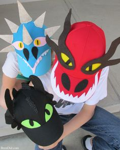 How to Train Your Dragon Easy Baseball Hats with Free Printable Pattern - Bren Did This easy dragon costume hat DIY makes How to Train Your Dragon characters from caps & felt.They will delight any Toothless, Hookfang or Stormyfly fan. Dragon Birthday Parties, Dragon Party, Crazy Hat Day, Crazy Hats, Dragon Crafts, Hat Crafts, Toothless Pattern, Toothless Costume, Diy Masque