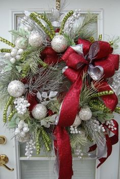 Top 19 White Christmas Wreath Designs – Cheap Holiday Party Theme Ideas - Bored Fast Food