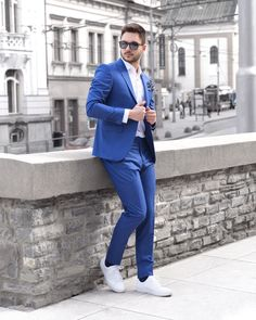 Great summer combination, white shirt, white sneakers and light blue suit. Light Blue Suit, White Sneakers, Mens Suits, Smoking, Fit, Summer, Shirts, Collection, Style
