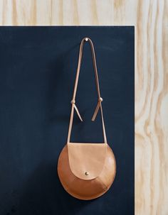 Miss Moss : Moving Mountains round bag Looks Style, Looks Cool, My Style, My Bags, Purses And Bags, Leather Purses, Leather Bag, Leather Crossbody, Leather Handbags