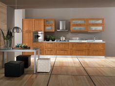Cucina lineare classica l.435 cm, anta telaio ciliegio con pensili in vetro satinato e telaio legno.