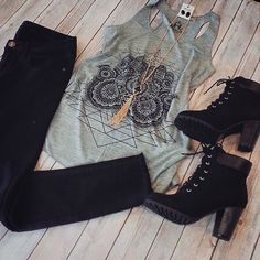 Look básico divo. Rock Outfits, Casual Outfits, Summer Outfits, Cute Outfits, Look Fashion, Fashion Outfits, Womens Fashion, Fashion Trends, Mode Cool