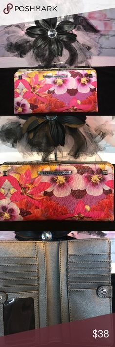 Rebecca Minkoff wallet 💎🌹 Gorgeous multicolored floral snap wallet by Rebecca Minkoff with silver hardware. 🦋❤️😊🐾🐾 Rebecca Minkoff Bags Wallets