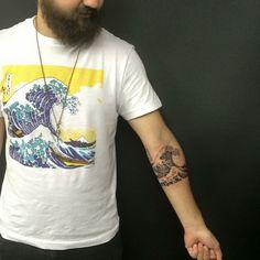 the great wave off kanagawa Ankle Tattoos, Dog Tattoos, Cute Tattoos, Body Art Tattoos, Tatoos, Wave Tattoo Sleeve, Sleeve Tattoos, Tattoo Spots, Great Wave Off Kanagawa