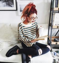 Actual and fav reading spot Punk Fashion, Grunge Fashion, Vintage Fashion, Fashion Outfits, Womens Fashion, Fashion Ideas, Rock Outfits, Grunge Outfits, Cute Outfits