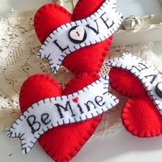 Be Mine * Shabbiest of Chic Valentine's Day Decor * Handmade Felt Hearts w/ Handstitched Banners * Perfect for gifts or display My Funny Valentine, Valentine Day Crafts, Love Valentines, Valentine Heart, Sewing Blogs, Sewing Crafts, Sewing Tips, Heart Crafts, Felt Brooch