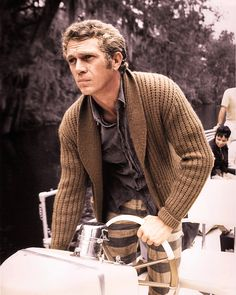 A main staple in Steve McQueen's wardrobe were his casual knit cardigans. With effortless style, McQueen … Steven Mcqueen, Hot Men, Hot Guys, Steve Mcqueen Style, Mode Man, Ivy League Style, Charles Bronson, Brown Cardigan, Men Cardigan