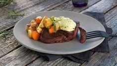 Reinsdyrbiff med glaserte rotgrønnsaker Wild Game Recipes, Frisk, Bruschetta, Steak, Food, Deer, Meals, Yemek, Eten