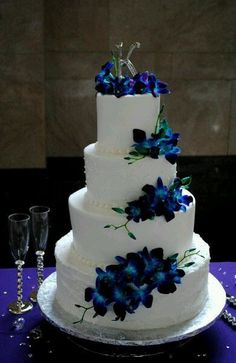 Plain white cake + beautiful blue flowers = GORGEOUS