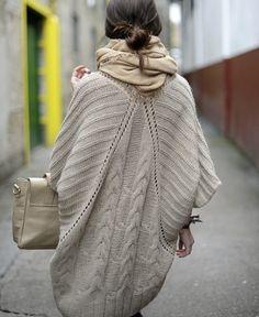 El abrigo es la prenda imprescindible del invierno y de cualquier lugar frío. Además, puede combinarse con otros muchos complementos invernales, como cuellos,bufandas,mitones,gorros,manoplas,j…