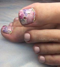23 that will make you bright summer nails designs glitter fun 007 Glitter Pedicure, Pedicure Nail Art, Toe Nail Art, Pretty Toe Nails, Cute Toe Nails, Gorgeous Nails, Pedicure Designs, Toe Nail Designs, Pedicure Ideas