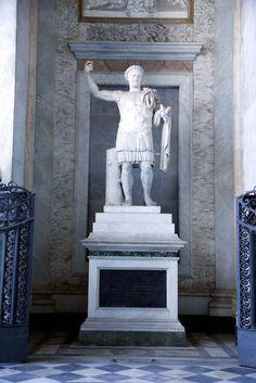 Statue of Constantin from Constantin Baths, San Giovanni in Laterano, Roma - sotto il portico realizzato da Alessandro Galilei (1732-1735) per Clemente XII Corsini