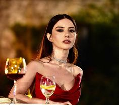 Turkish Actors, Stylish Girl, Beauty Women, Women's Beauty, Girl Crushes, White Wine, Actors & Actresses, Alcoholic Drinks, Wonder Woman