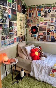 Indie Bedroom, Indie Room Decor, Cute Room Decor, Aesthetic Room Decor, Room Design Bedroom, Room Ideas Bedroom, Bedroom Decor, Bedroom Inspo, Chill Room