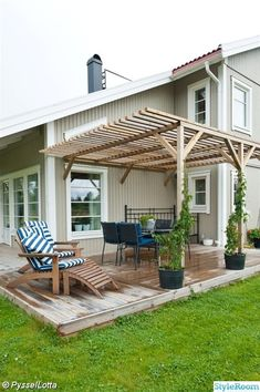 The pergola kits are the easiest and quickest way to build a garden pergola. There are lots of do it yourself pergola kits available to you so that anyone could easily put them together to construct a new structure at their backyard. Diy Pergola, Pergola Canopy, Pergola With Roof, Wooden Pergola, Outdoor Pergola, Covered Pergola, Patio Roof, Pergola Kits, Backyard Patio