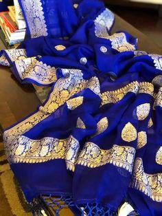 With beautiful Zari Design🌸 WhatsApp Maneeti - 9539820656 Tussar Silk Saree, Chiffon Saree, Saree Dress, Cotton Saree, Saree Blouse, Georgette Sarees, Fancy Sarees, Party Wear Sarees, Royal Blue Saree