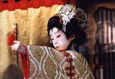 "Shizuka-gozen performing by 11-years old Kabuki actor || Photo by Yoshihito Kakegawa || Kabuki play is ""Yoshitsune Senbon Zakura"" / 義経千本桜 / ""Yoshitsune and the Thousand Cherry Trees"""