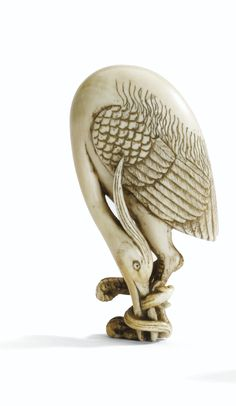 AN IVORY NETSUKE OF A CRANE, UNSIGNED, JAPAN, 19TH CENTURY