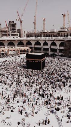 Mecca Wallpaper, Islamic Quotes Wallpaper, Ocean Wallpaper, Mecca Masjid, Masjid Al Haram, Beautiful Quran Quotes, Mekkah, Islamic Teachings, Aesthetic People