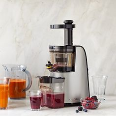 This is a thing I would like to be able to afford. Hurom Premium Slow Juicer & Smoothie Maker #WilliamsSonoma