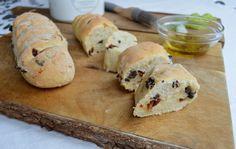 Ciabatta se sušenými rajčaty a olivami recept - Vareni. Ciabatta, Food And Drink, Bread, Cheese, Chicken, Breads, Baking, Buffalo Chicken, Sandwich Loaf