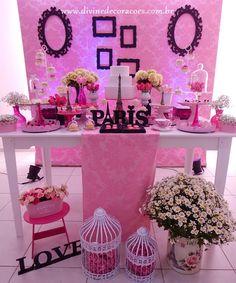 A paleta de cores escolhidas da vez foi: tons de rosa+ preta+ branca. Para dar um toque mais romântico, incluímos pérolas, bandejas ... Paris Themed Birthday Party, 10th Birthday Parties, 65th Birthday, Birthday Party Themes, Barbie Birthday, Barbie Party, Romantic Paris, Dinner Themes, Quinceanera Party