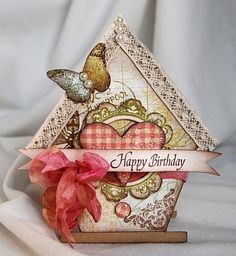 <3 this birthday card shaped like a birdhouse!