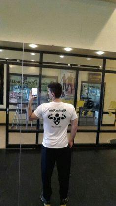 Jorge del Phisical Point (gimnasio) con una remera de DeMusculos.com