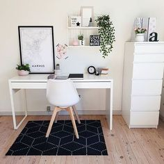 31 White Home Office Ideas To Make Your Life Easier; home office idea;Home Office Organization Tips; chic home office. Bureau Design, Workspace Design, Office Workspace, Home Design, Home Office Design, Interior Design, Design Ideas, Cozy Home Office, Home Office Decor