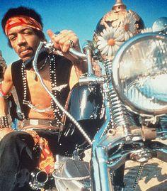Hendrix Biker Jimi Hendrix rode a 1964 Chopped Harley-Davidson Panhead. Jimi Hendrix, Estilo Cafe Racer, Motos Vintage, Harley Davidson Panhead, Davidson Bike, Moto Cafe, T Rex, Cool Bikes, Photos