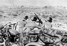 2.WW, North Africa, war theater (Africa campaign) German-italian army (Feb.41-May43): Italian 'Bersaglieri' with a light anti-aircraf gun ready to fire . Tobruk battle zone. Pin by Paolo Marzioli