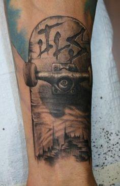 love this skateboard tattoo Wicked Tattoos, Love Tattoos, Body Art Tattoos, New Tattoos, Tatoo Skate, Skateboard Tattoo, Punk Tattoo, Arm Tattoo, Skater Tattoos