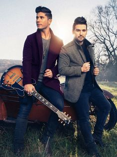 Pop-country duo Dan and Shay likes performing in cozier venues